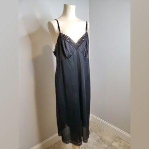 Vintage Vanity Fair Black lace Full Slip